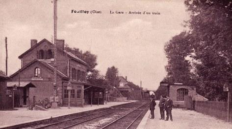 Fouilloy gare arrivée d'un train 1915 001